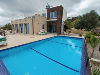 Eden Villa, up to 10 people, private swimming-pool, free wifi, seaview - Ayios Amvrosios vacation rentals