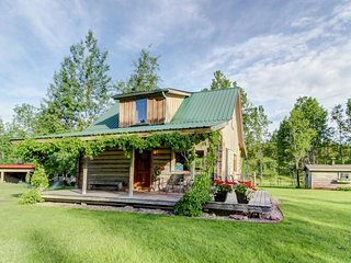 Cozy mountain cabin w/ peaceful scenery, near river - minutes from West Glacier! - Coram vacation rentals