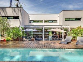 Superbe maison d'architecte dans la pinède au Cap - Claouey vacation rentals