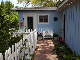 Pelican Cottage: A Tropical Paradise - Tarpon Springs vacation rentals