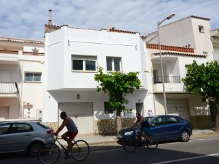 Comfortable Condo with Internet Access and Washing Machine - L'Escala vacation rentals