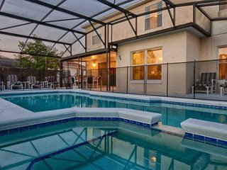 5518WBT. Beautiful 5 Bedroom 2.5 Bath Villa Has A Large Private Pool With Spa - Intercession City vacation rentals