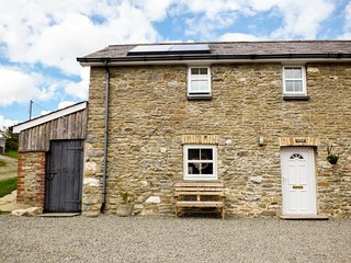 TY FFERM, semi-detached farm building conversion, WiFi, enclosed courtyard - Llanllwni vacation rentals