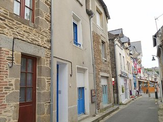 Nice Apartment with Television and Washing Machine - Cancale vacation rentals