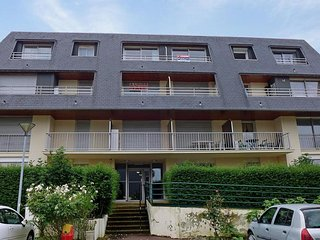 Nice Condo with Television and Balcony - Houlgate vacation rentals