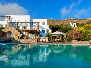 Sunset Retreat Mykonos offers stunning sunsets and seaviews from the large pool - Mykonos vacation rentals