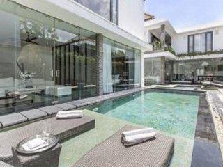 Ultra-Modern Seminyak Villa Great for Groups 2-8 BRs! - Seminyak vacation rentals