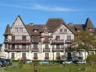 Nice 2 bedroom Cabourg Condo with Television - Cabourg vacation rentals