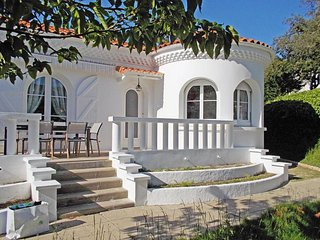 Bright 2 bedroom Vacation Rental in Saint-Palais-sur-Mer - Saint-Palais-sur-Mer vacation rentals