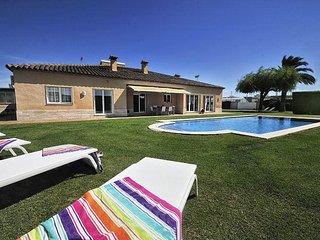 DELIGHTFUL 3  BEDROOM ENSUITE VILLA, 450 M. FROM THE BEACH - Sant Antoni De Calonge vacation rentals