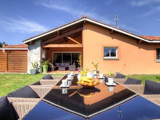 Comfortable House with Internet Access and Television - Saint-Martin-de-Seignanx vacation rentals