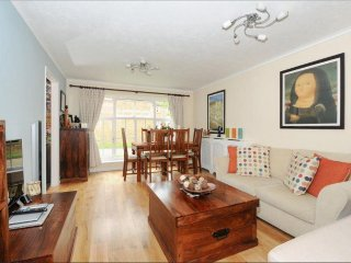 StayBrtiannia - Two Bedroom Apartment in Tranquil Virginia Water - Virginia Water vacation rentals