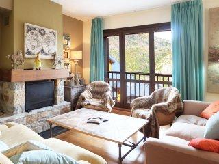 Amapola - Apartamento de 4 dormitorios y dos baños (331A) - Escarrilla vacation rentals