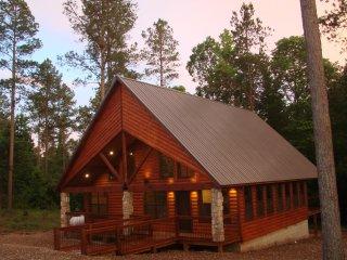 9 Pines - Mountain Retreat Couples (1+ Bedrooms/1 Bath/Hot Tub, Sleeps 4) - Broken Bow vacation rentals