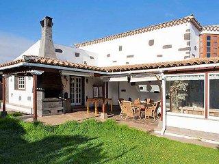3 bedroom Villa in La Esperanza, Tenerife, Canary Islands : ref 2085151 - Tacoronte vacation rentals