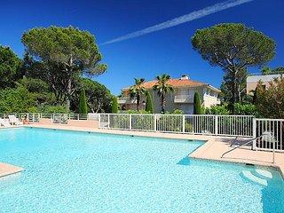 2 bedroom Apartment in Saint Raphael, Cote d'Azur, France : ref 2008312 - Valescure vacation rentals