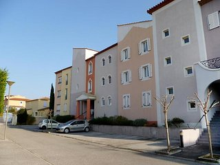 Comfortable Condo with Television and Microwave - Saint Cyr sur mer vacation rentals