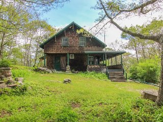 Historic home w/ large deck, walk to the beach & downtown! - Boothbay Harbor vacation rentals