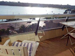 Bright 1 bedroom Dinard Apartment with Television - Dinard vacation rentals