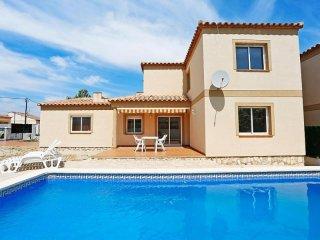 Comfortable 4 bedroom L'Ametlla de Mar House with Internet Access - L'Ametlla de Mar vacation rentals
