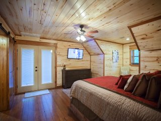 Copper Spa Lodge (Sleeps 14, 3 Master, 1 Bunk Room, Games, Wet Steam Room) - Broken Bow vacation rentals