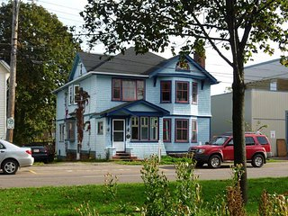 Hobbs House Apt. 2. Cozy Downtown Apartment - Charlottetown vacation rentals