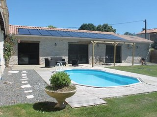 Maison avec piscine et terrasse 7 personnes proche Niort marais poitevin 115 m2 - Marigny vacation rentals