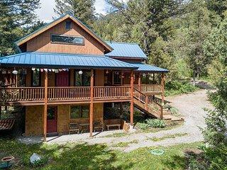 New Rental on Market! Luxury Cabin! Peaceful Retreat- Sleeps 8- Free WiFi... - Alpine vacation rentals