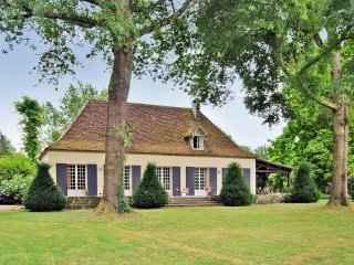 House with pool, park, and river - Cours-de-Pile vacation rentals