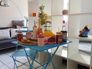 Charming studio2 in Avignon Intra-Muros with long-stay discount - Avignon vacation rentals