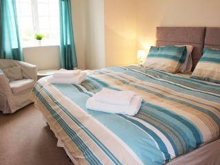 Spacious 2 Bed Apartment Great Castle Donington Location - Castle Donington vacation rentals