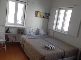 L2 - #2 MOURARIA LISBON STUDIO APARTMENT - Lisboa vacation rentals