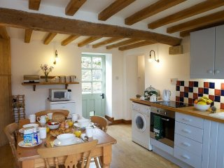 Charming Cottage with Internet Access and Washing Machine - Naunton vacation rentals