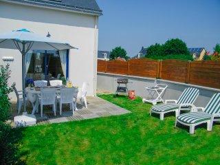 Nice house near the beach & terrace - Plougoumelen vacation rentals