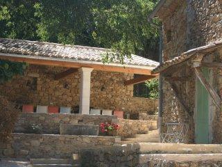 Le Mas Toupian, tennis, big garden, 17th century - Goudargues vacation rentals