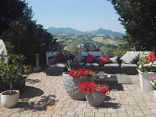Spacious house with garden & Wifi - Cupramontana vacation rentals
