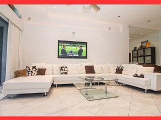 Must See!! Amazing Luxury Penthouse - Water Views, 2 Bed, 2 Bath 15' Ceilings - Miami vacation rentals