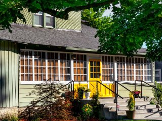 Charming 1903 home in historic downtown Nampa sleeps 10+ - Nampa vacation rentals