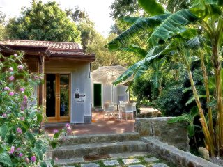 Agricontura, farmholidays with swimming pool - CASA DEL BANANO - Italy, Sicily, Province of Messina, Capri Leone, Rocca di Capri Leone vacation rentals