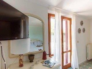 Villa Giolù:Villa Giolù: Corallo Apartment 200 m from the beach across the bay - Portoferraio vacation rentals