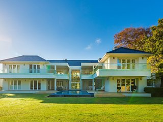 WOW Factor: This masterpiece is an entertainers dream - Bishopscourt vacation rentals