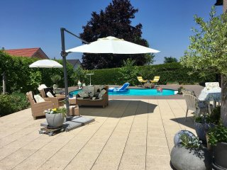 ap. 2,5, 20 min Montreux,Vevey,  dans Villa luxueuse(piscine + jacuzzi) - Chatel-Saint Denis vacation rentals
