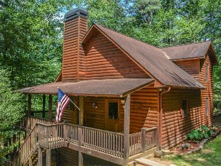 R&R; RIVER RETREAT- 4BR/3BA, HOT TUB, 6 MAN SAUNA, 315 FT RIVER FRONTAGE, POOL - Ellijay vacation rentals