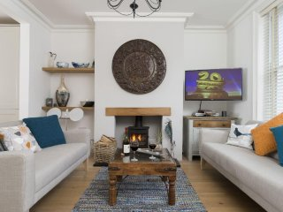 Perfect House with Satellite Or Cable TV and Television in Cheltenham - Cheltenham vacation rentals