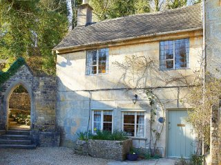 Beautiful House with Internet Access and Television - Chalford vacation rentals