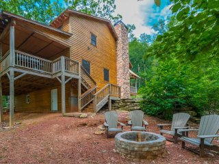 Beautiful Cabin with Microwave and Hot Tub - Helen vacation rentals