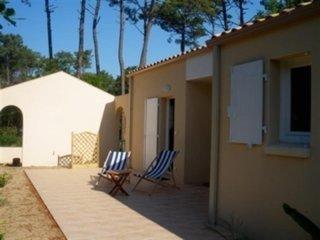 A 400 m de la mer, Maison avec 2 chambres au calme de la forêt - Jard-sur-Mer vacation rentals