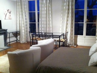 W037 – Comfortable studio - heart of Fontainebleau - Fontainebleau vacation rentals