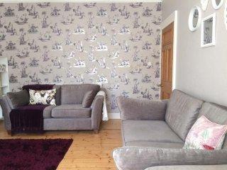 Gorgeous 2 bedroom, 2 bathroom garden & parking! - Edinburgh vacation rentals