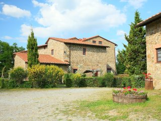 Comfortable 2 bedroom Gaiole in Chianti Apartment with Shared Outdoor Pool - Gaiole in Chianti vacation rentals